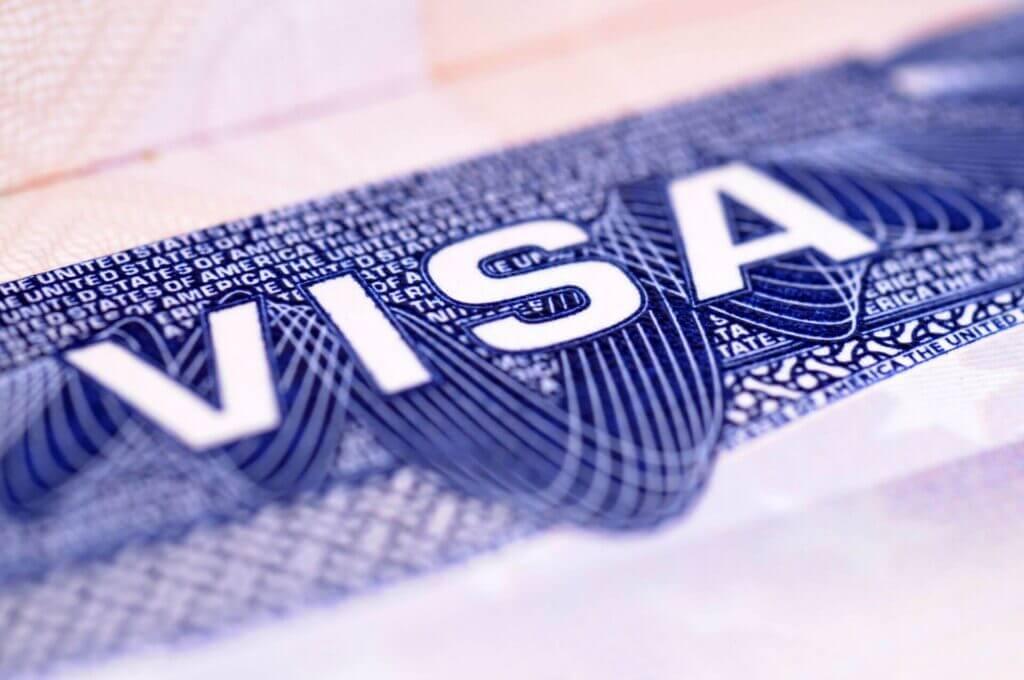 Visas / Status - Este artículo habla acerca de los primeros 100 dias de Biden y sus nuevas medidas de inmigracion.