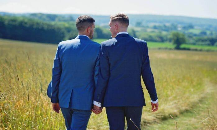 """En esta nota titulada """"Matrimonio gay en Estados Unidos Requisitos Legales 2021"""", nuestro equipo de abogados de inmigración en Maryland informa sobre la Green Card por matrimonio para la comunidad LGBTQ +. La imagen es ilustrativa."""